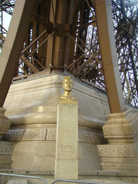 Памятник Эйфелю