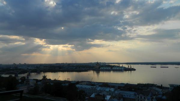 Вид на стрелку с Набережной Федеровского