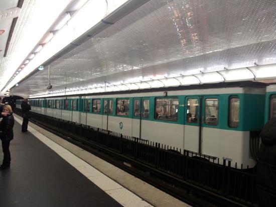 Вагон метро в парижском метро