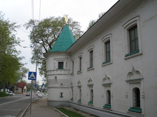 Стена Борисо-глебского монастыря