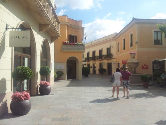 la Roca village магазины