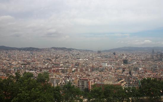 Вид на Барселону с канатной дороги на холм Монжуик