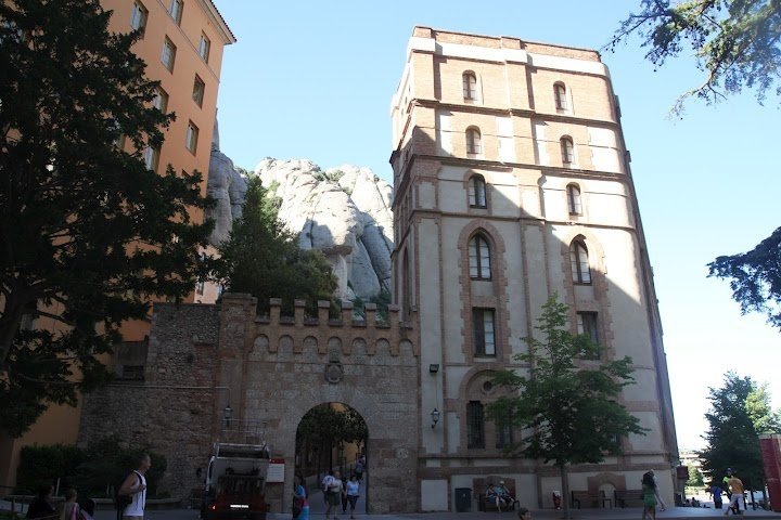 Портал старой крепостной стены