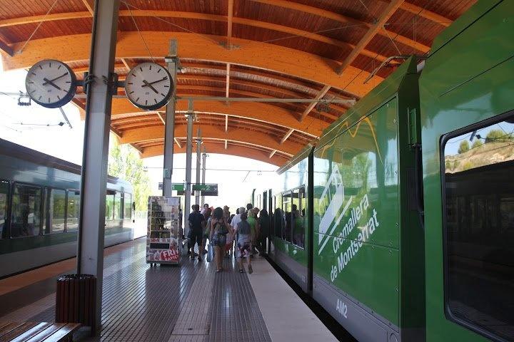 Платформа отправления поезда Кремальера (фуникулер)