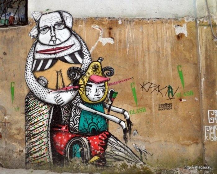 Граффити-дворик в Хохловском переулке