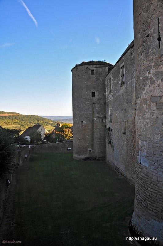 Стены замка Шатенеф