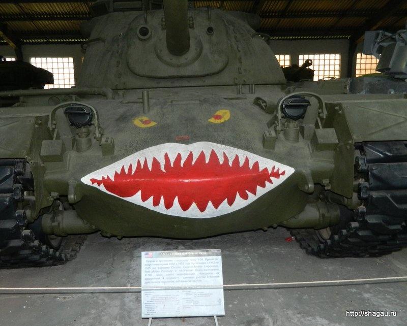 Не помню как называется танк,  но выглядит прикольно