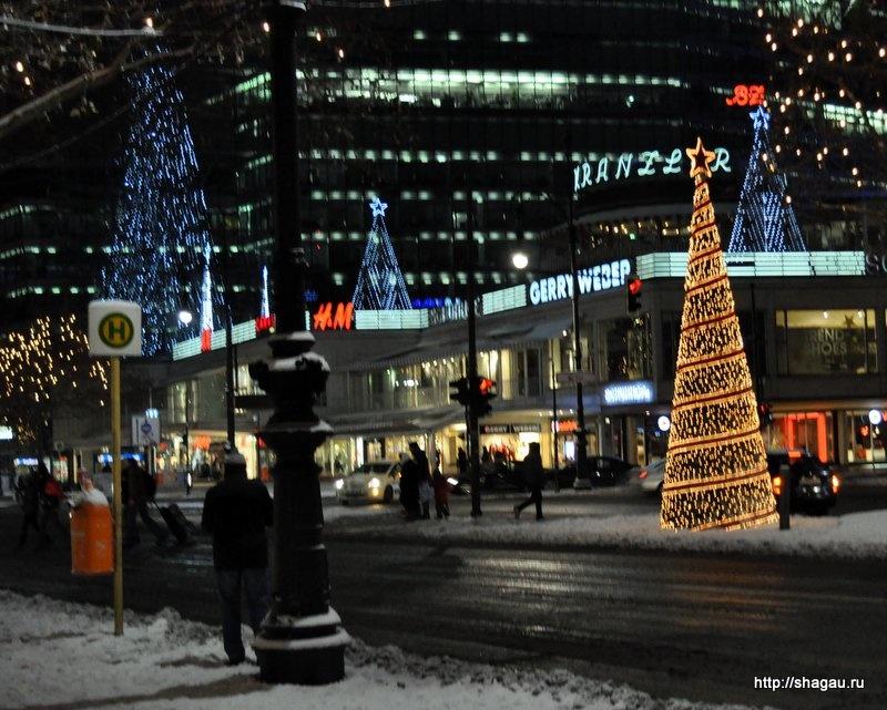 Вечерний вид на главную торговую артерию Берлина - Ку-дамм