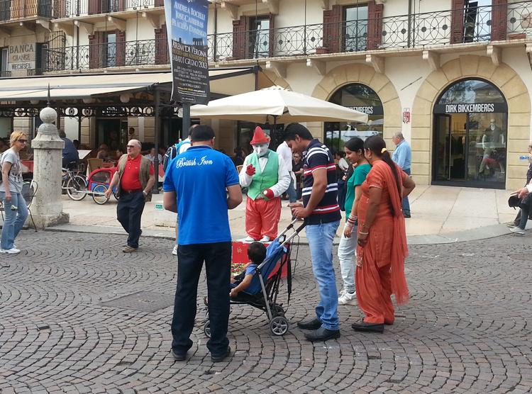 Уличные артисты в Вероне