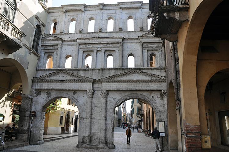 Античные ворота Борсари Верона