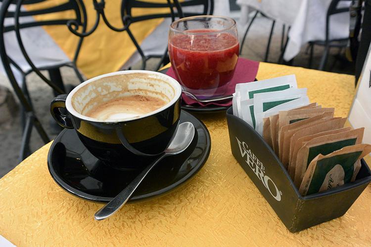 Кофе и сок в Вероне