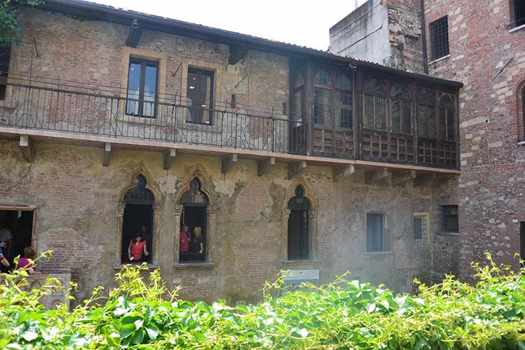Двор в доме Джульетты