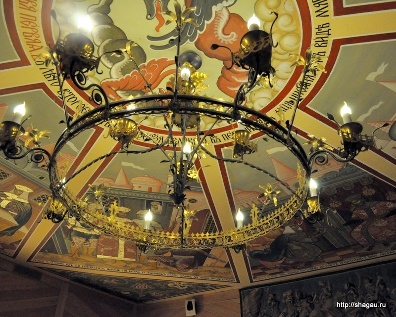 Потолок в одном из залов