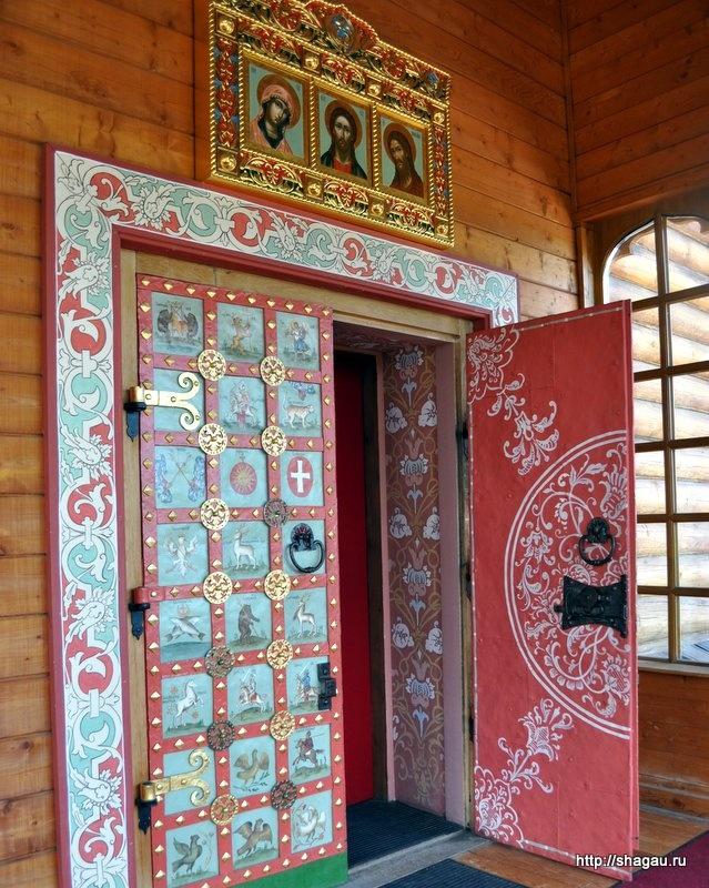 Дверь, ведущая в царские палаты