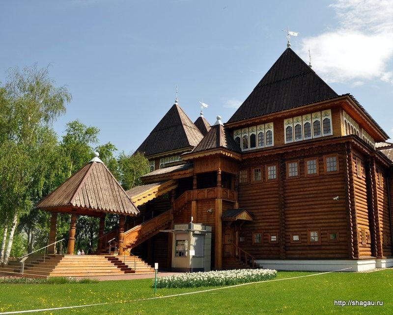 Крыльцо Дворца в Коломенском