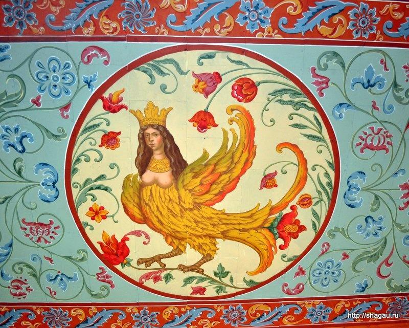 Птица-сирин на крыльце Дворца