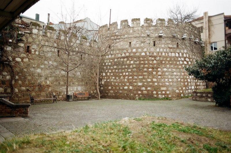 Остатки крепостной стены, Тбилиси