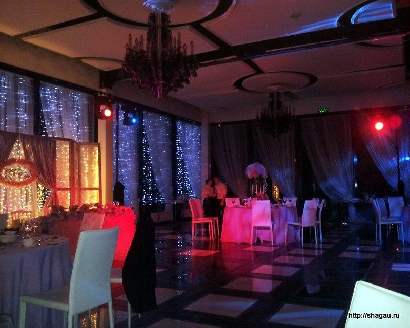 Бутик-отель Мона вечером