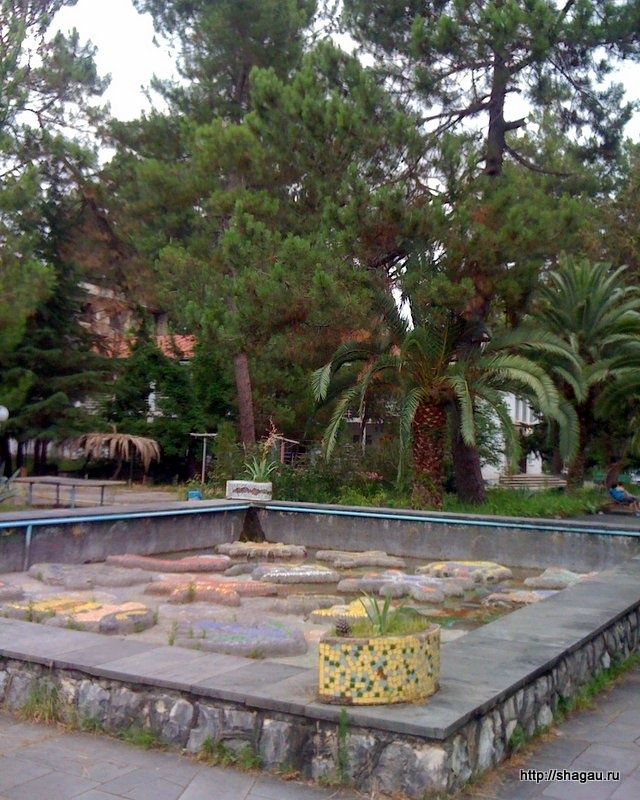 Советский мозаичный фонтан без воды