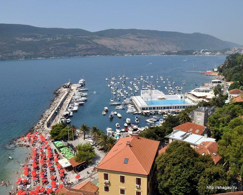 Вид на порт из морской башни