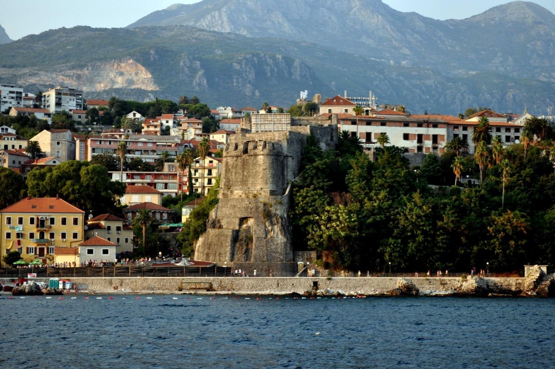 Вид на морскую крепость в моря