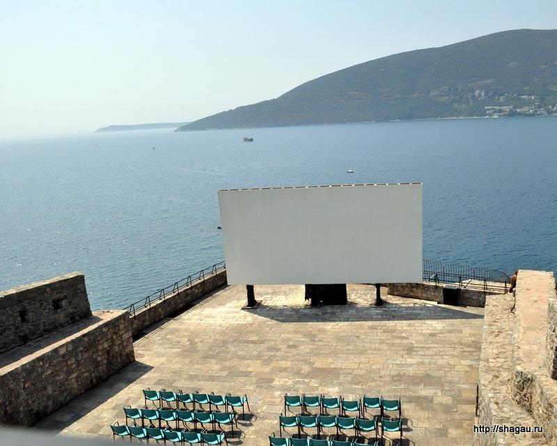 Кинотеатр в Морской крепости