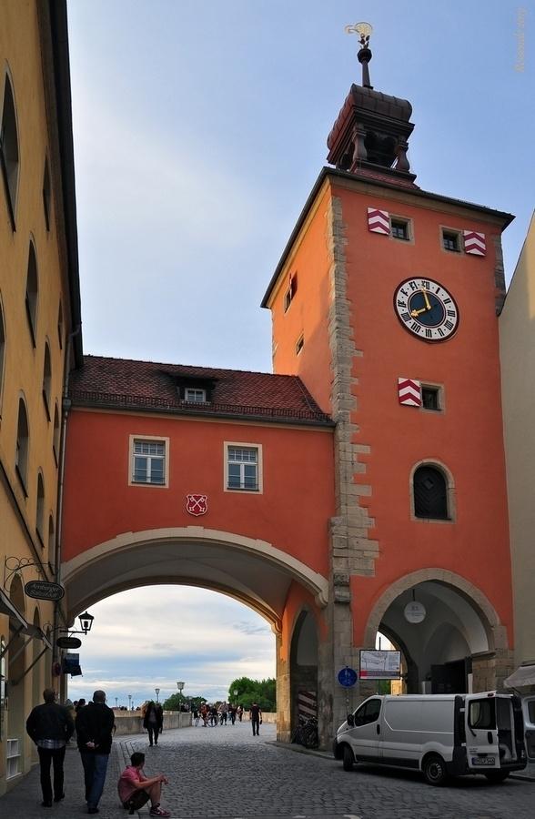 Мостовая башня