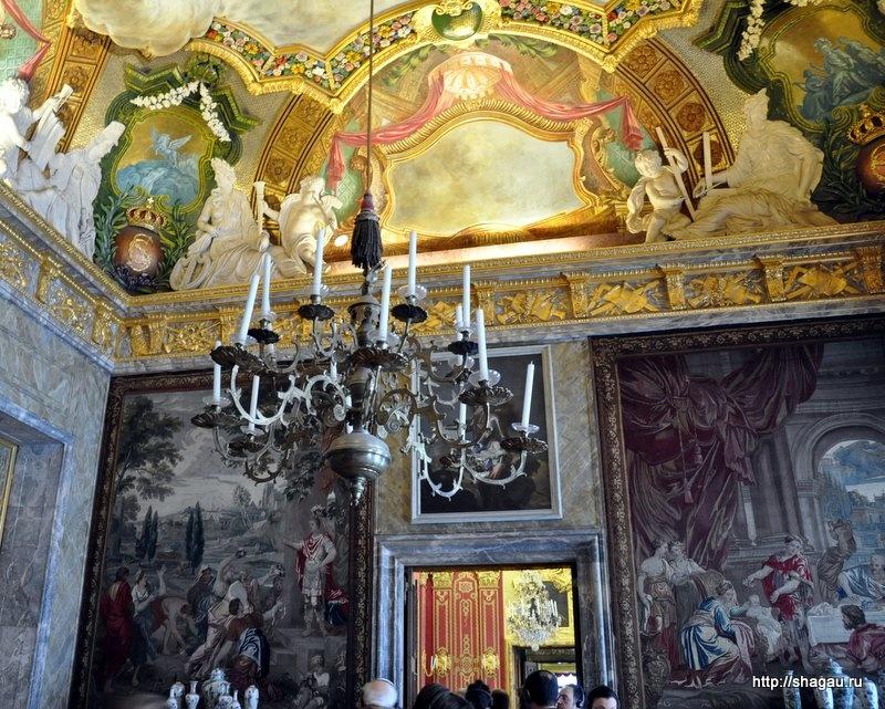Зал, украшенный шпалерами