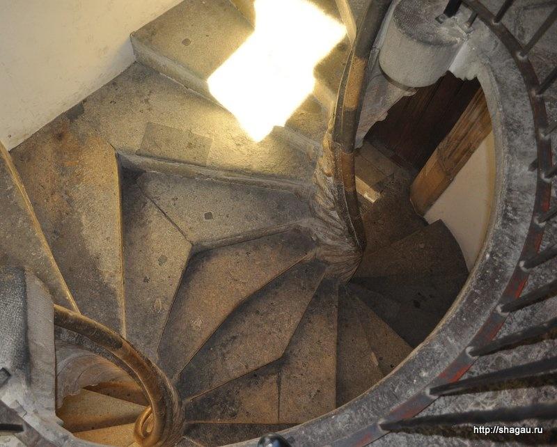 Двойная лестница в Бурге
