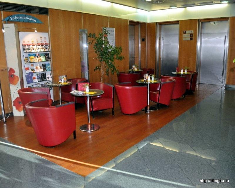 Бар на первом этаже гостиницы Ibis