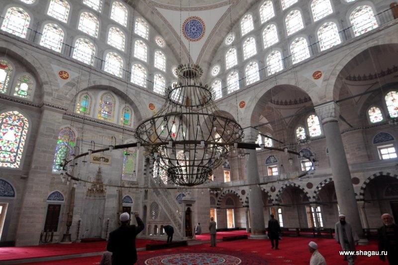 Внутри мечети Михримах