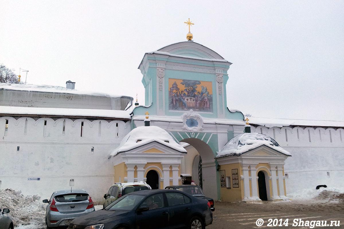 Вход в Ипатьевский монастырь