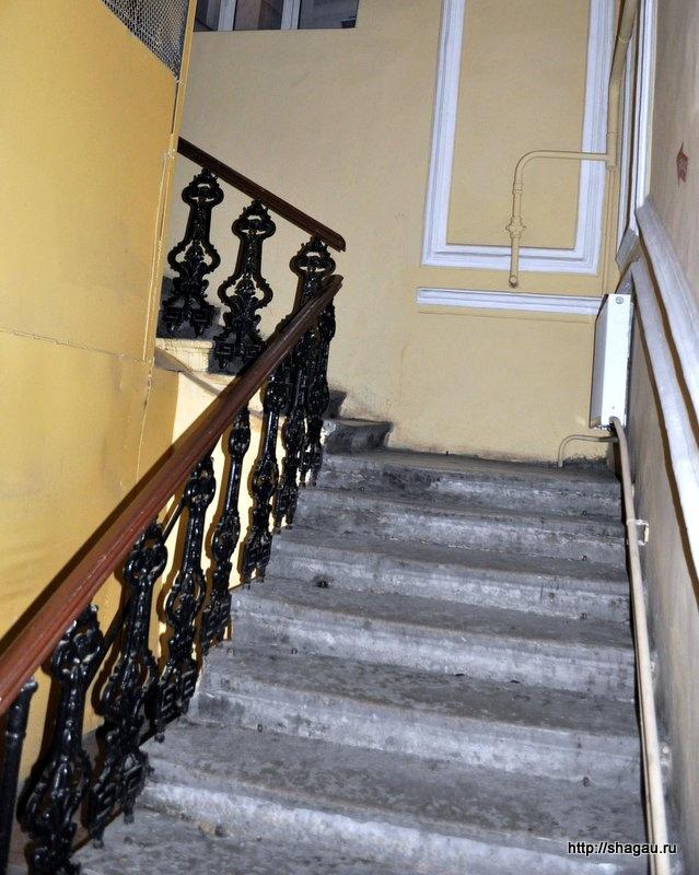 Лестница в гостиницу Эгоист 4*