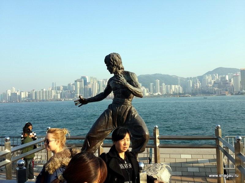 Памятник Джеки Чан