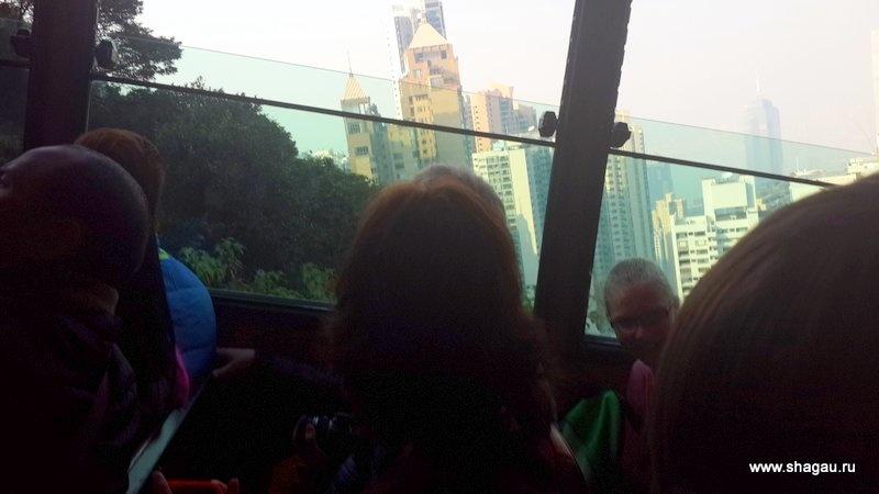 Трамвай едет под приличным углом
