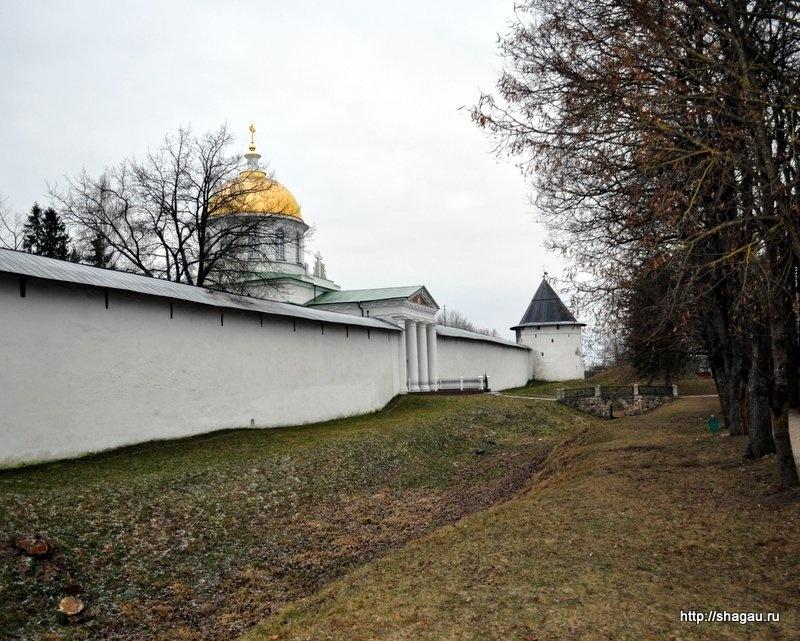 Стены Печерского монастыря