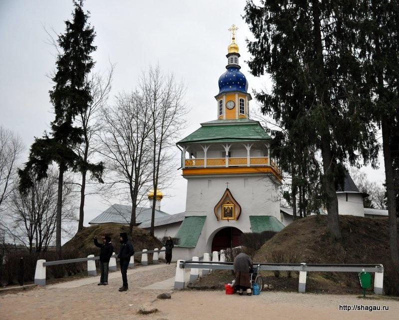 Петровская башня и Святые ворота