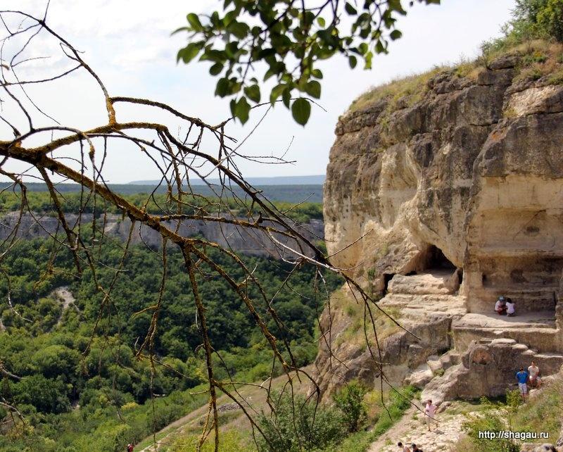 Пещеры города караимов Чуфут-Кале