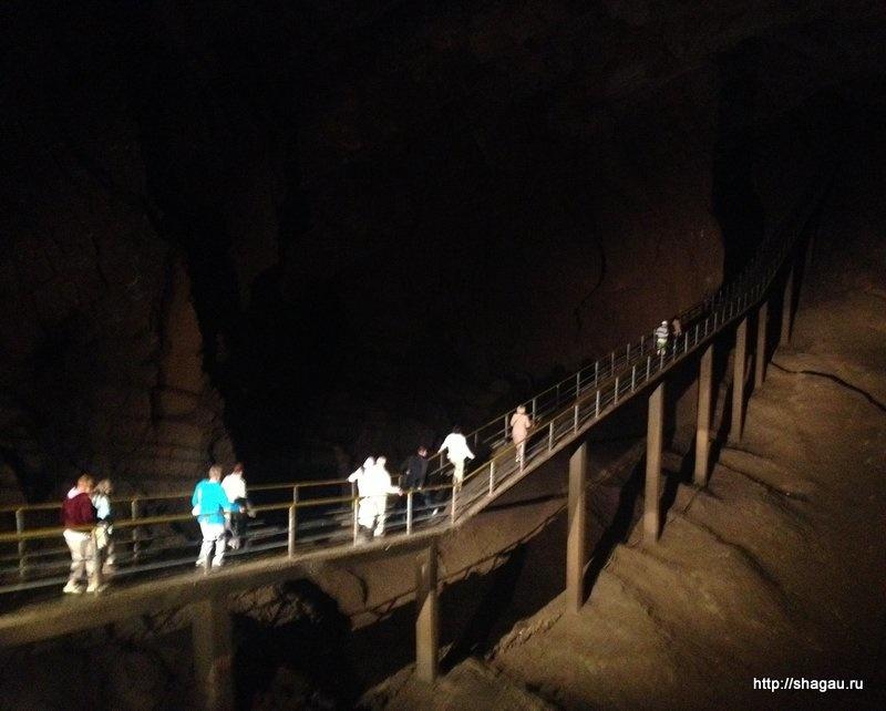 Внутри Новооафонских пещер