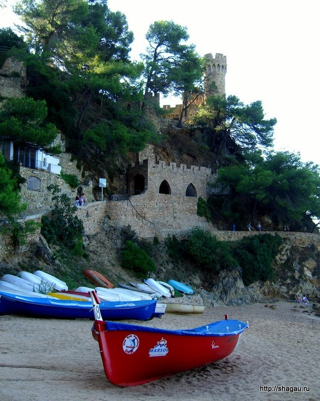 Замок на пляже Льорета