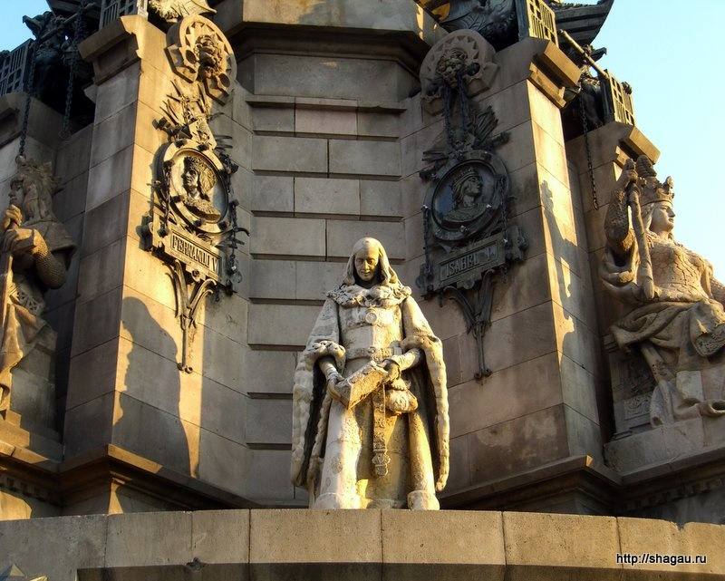 Барельефы в основании колонны Колумба