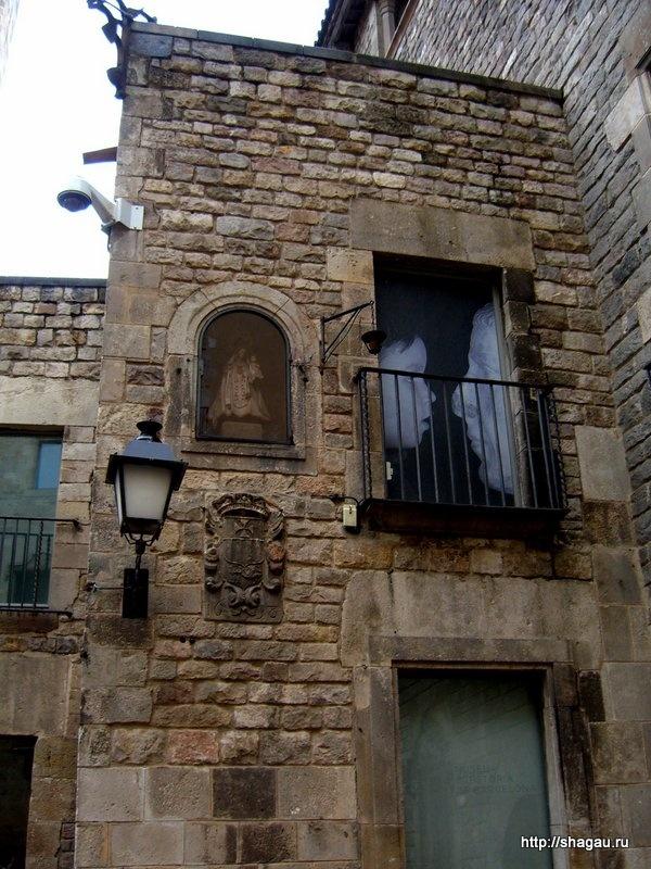 Стена дома наместника