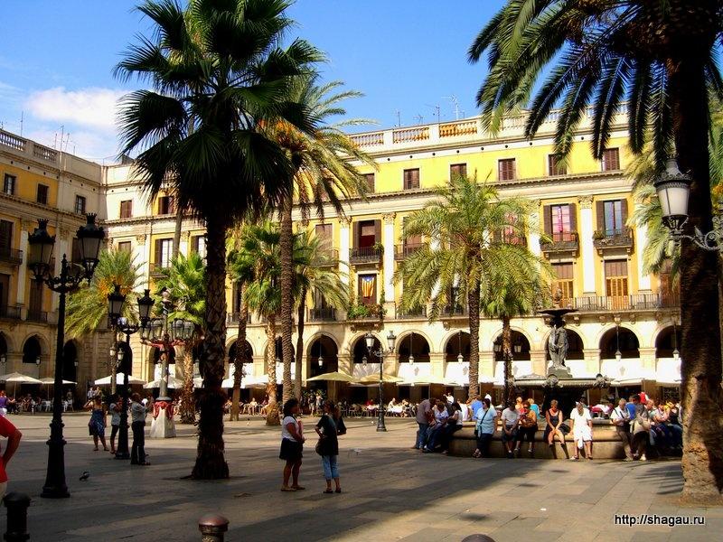 площадь Пласа Рейаль в Барселоне