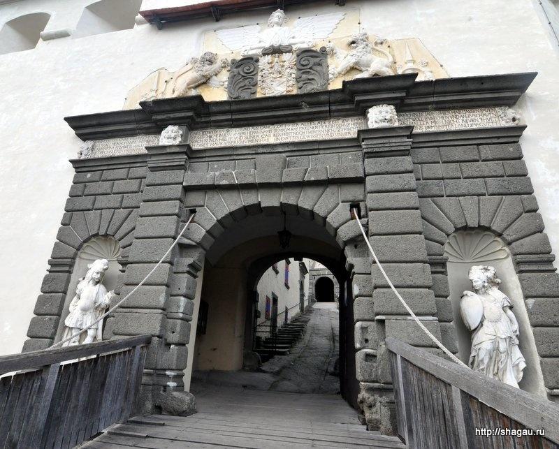 Въездные ворота в Замок