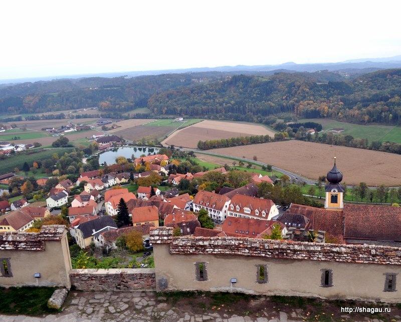 У подножья замка Ригерсбург