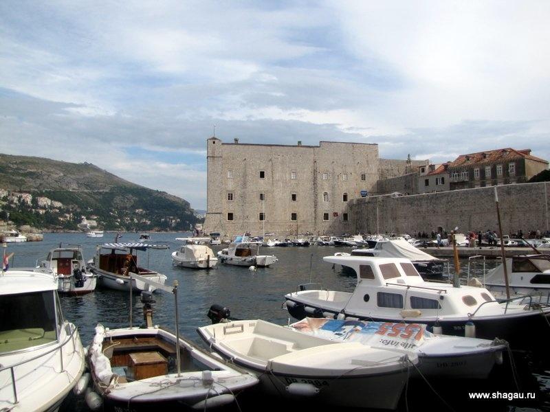 Башня и морской аквариум в Дубровнике
