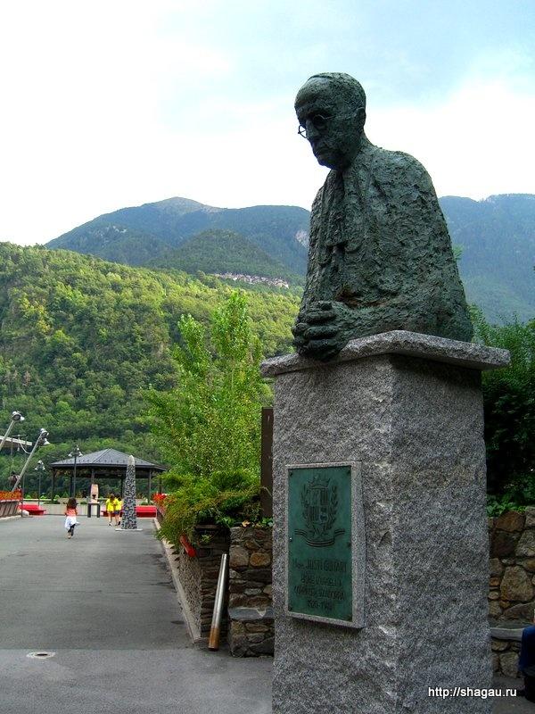 Памятник епископу Жусти Гвитарту в Андорре