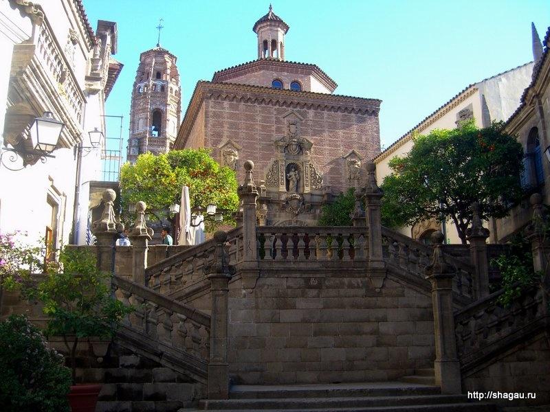 Лестница, копирующая лестницу из собора Сантьяго-де-Компостелы