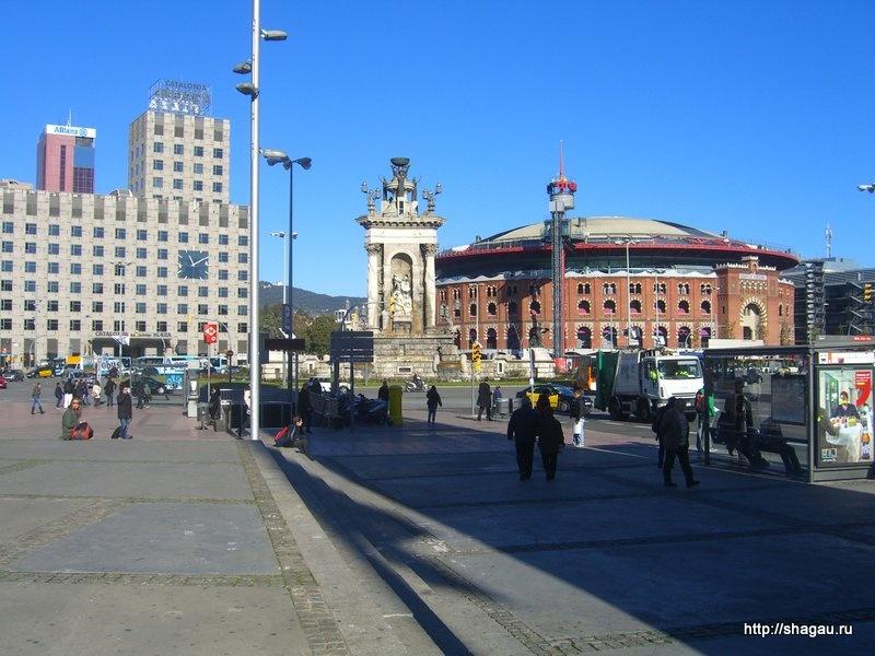 Бывшая арена и фонтан на площади Каталонии