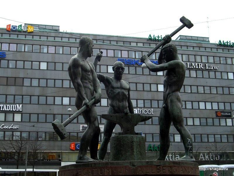 Памятник трем кузнецам в Хельсинки
